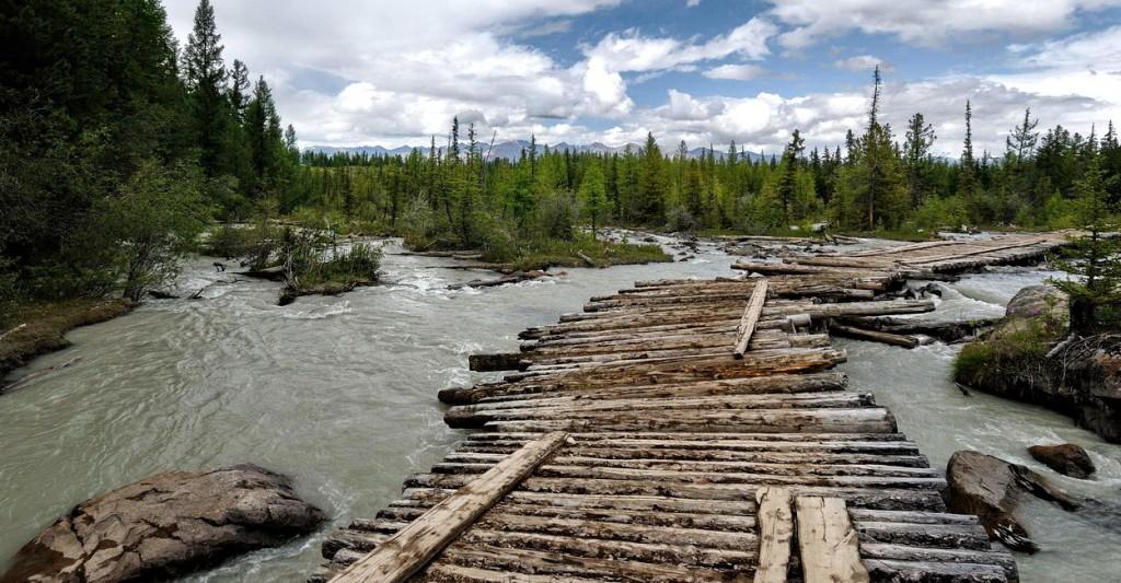 Мост через реку Актру.