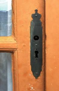 Парадная дверь в королевский дворец.