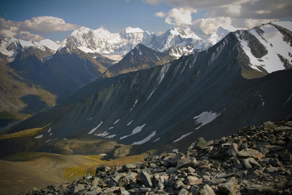 Вид с перевала Каратюрек на Белуху в ясную погоду